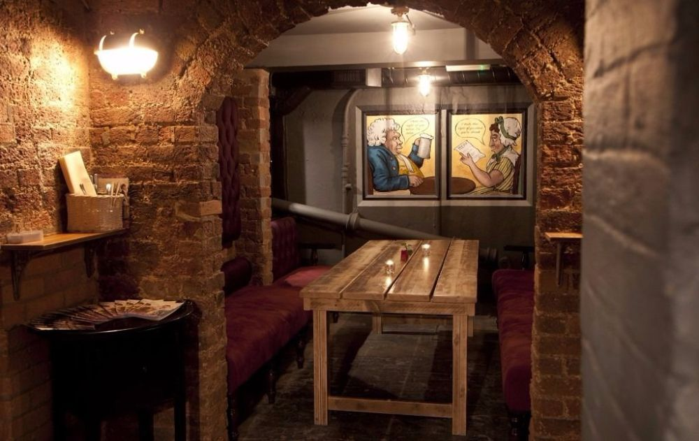 old-marys-london-bar-alcove
